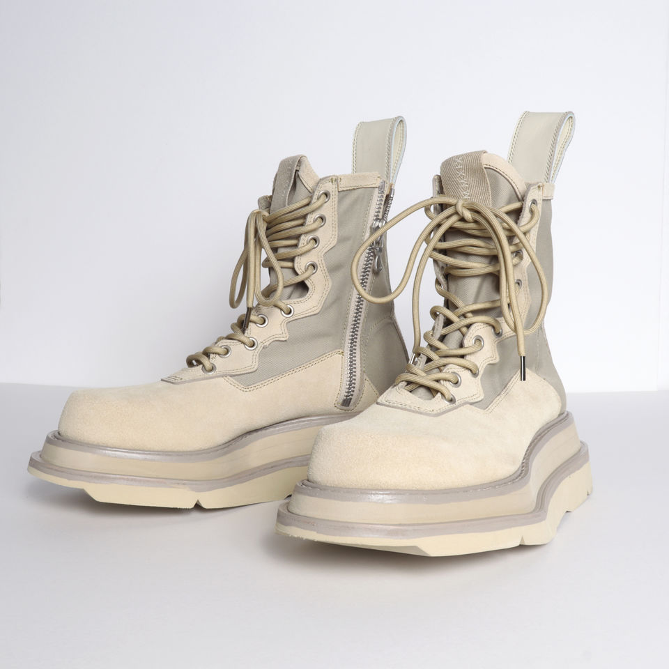OVERLAYING COMBAT BOOTS SAND